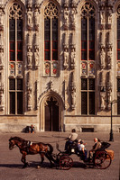 Brugge, Bldg, Horse and Carriage S V-9898