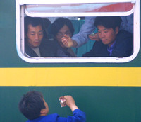 Train to Xian, Passengers and Vendor020416-8436a